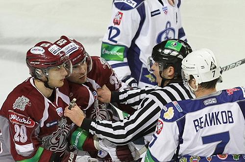 09_Podzins_un_Bukarts_vs_OHK_Dinamo_ceturta_PO_2011-02-27_dynamo_ru